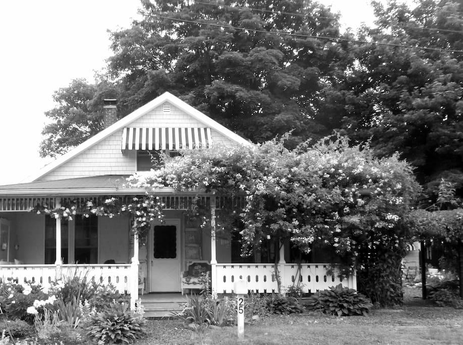 Providence newport ri bristol cottage private bath for Rhode island bath house