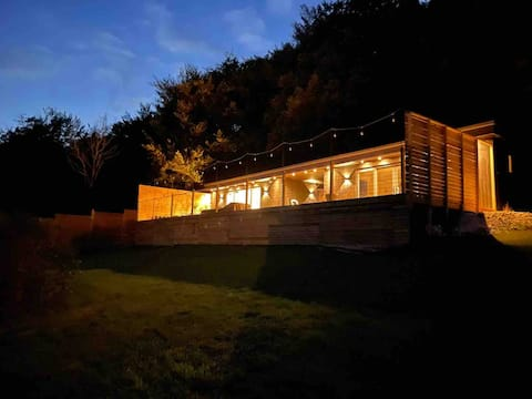 The Cabin - Luxury self catering with hot tub.