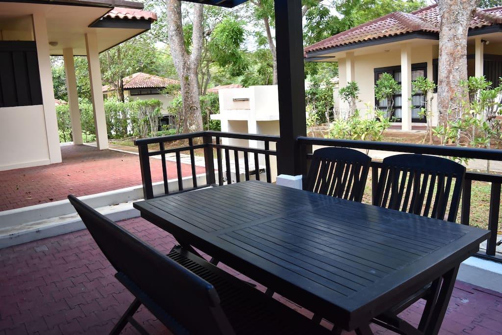 Exterior dining area & garden