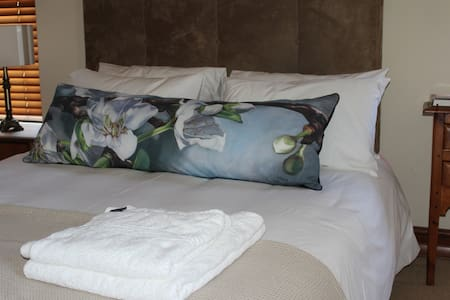 Peaceful, safe, spacious room - Kuilsriver - Bed & Breakfast