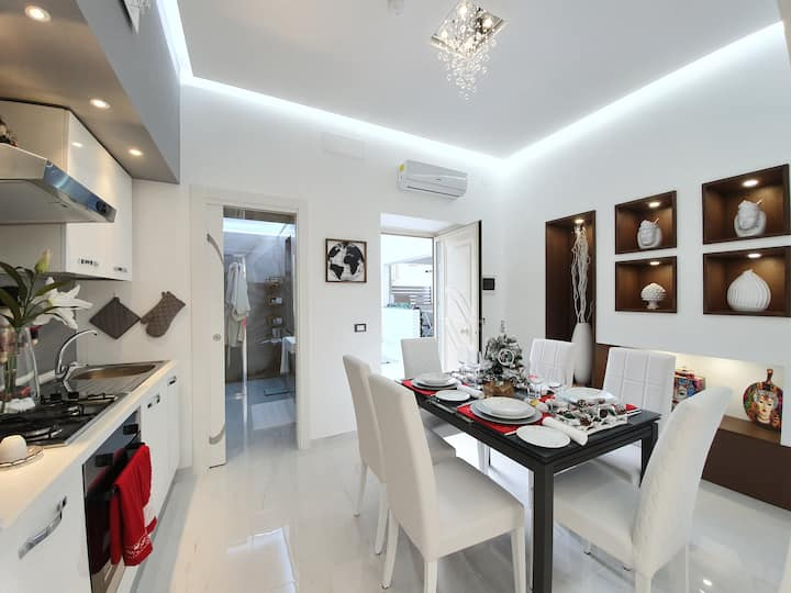 Luxurious and Modern Appartment,200mt from the SEA