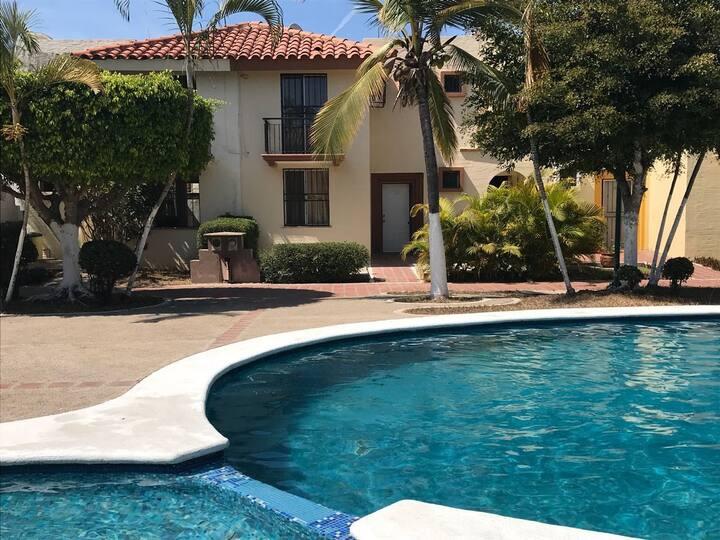 Hermosa Villa Frente Alberca en Royal Country