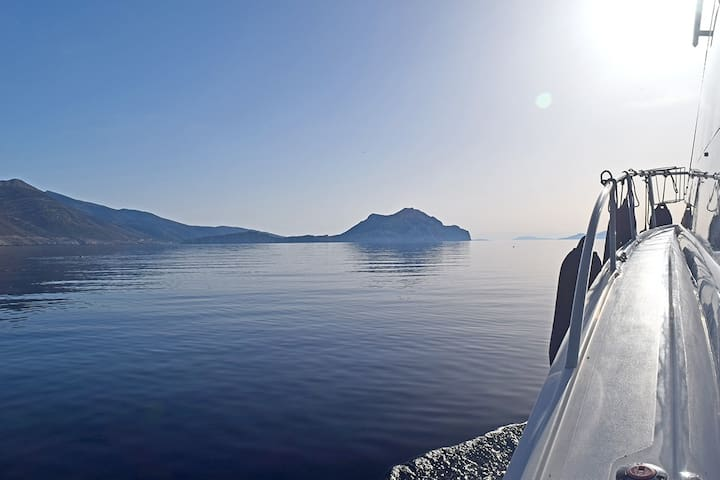 Daily Sailing Yacht tours in the Cyclades islands