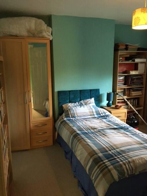 nice single room, light and airy