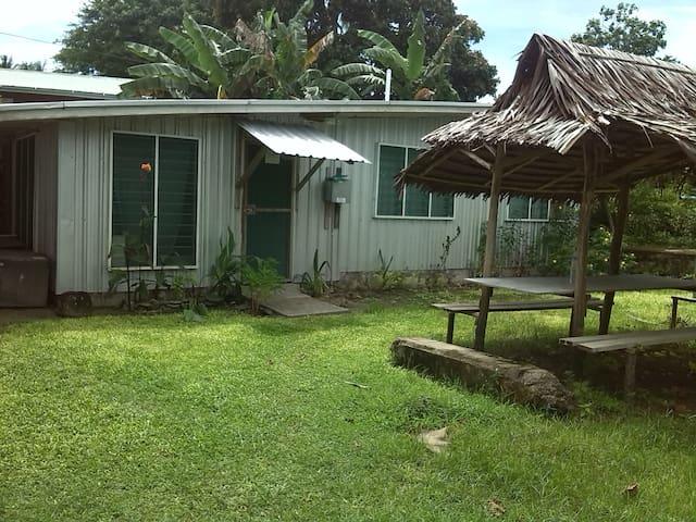 Kavieng Beach, 3 Bedroom Bungalow. - Kavieng. - Cabin