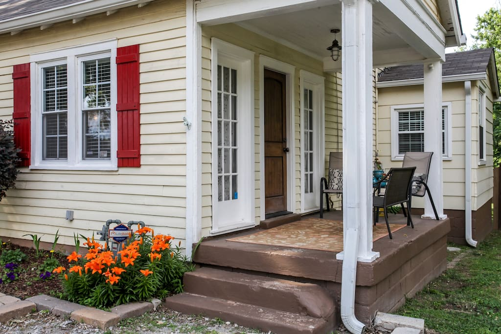 Enjoy peace and quiet while lounging on the porch!
