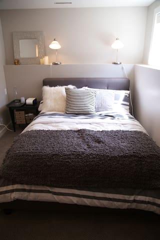Quiet & Cozy Room Close to Downtown - Calgary - Talo