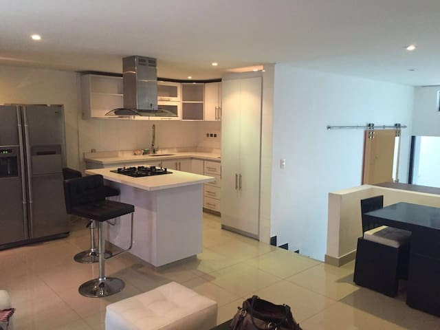 Beautiful and Renovated 1BR, easy access apt - Bogotá - Departamento