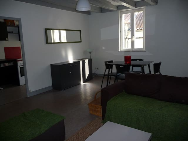 T3 dans le vieux centre - Angoulême - Apartamento