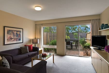 Two Bedroom Townhouse North Ryde - Marsfield - Huoneisto