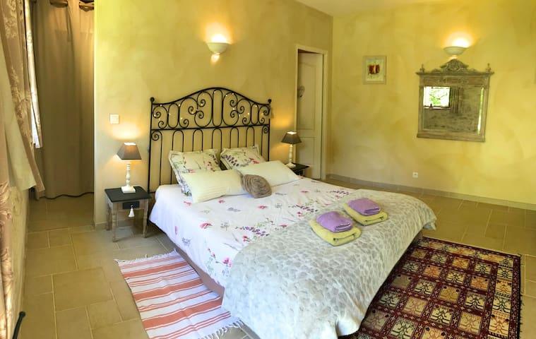 Côté Granges, chambre privée, piscine, Cahors, Lot