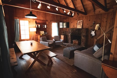Aurora Cabin: Beautiful Vintage Charm