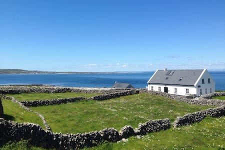 Amazing Views of Galway Bay - Inis Oirr, Galway - Bed & Breakfast