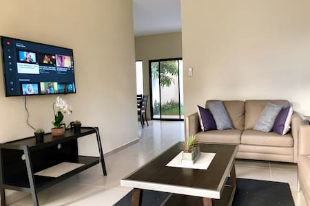San Miguel, Best location Full A/C Modern Home