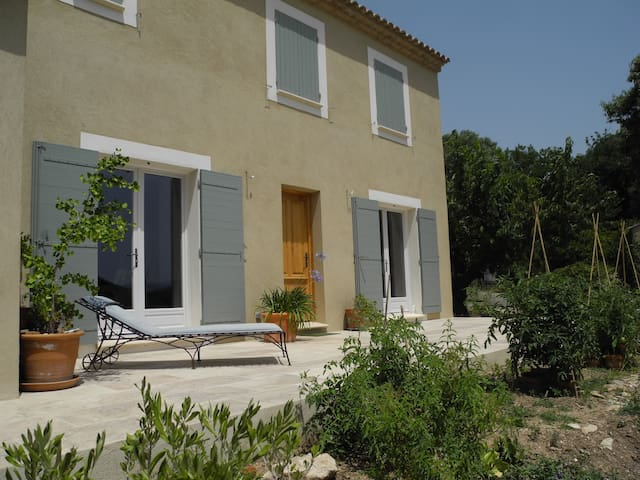 maison et piscine9x4 près de Gordes - Saint-Pantaléon - House