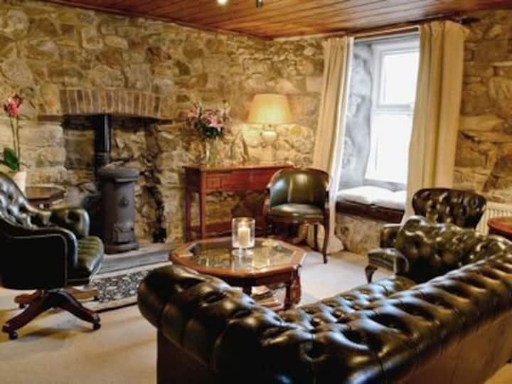 6 Bedroom Pembrokeshire Farmhouse
