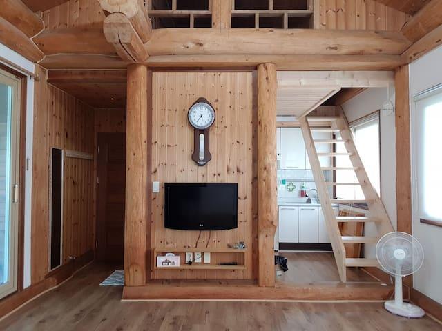 *풍경소리방~4인기준.한가족방으로  제일 인기가 많은 온돌형 복층방입니다.6인까지수용가능~