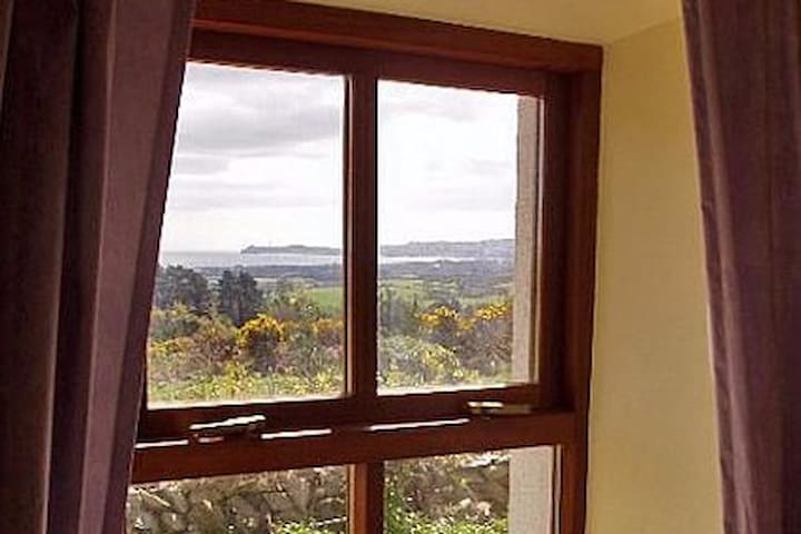 Wicklow Cottage with spectacular sea views - Newcastle