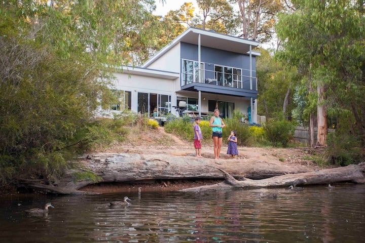 River side villa in Margaret River - walk to town