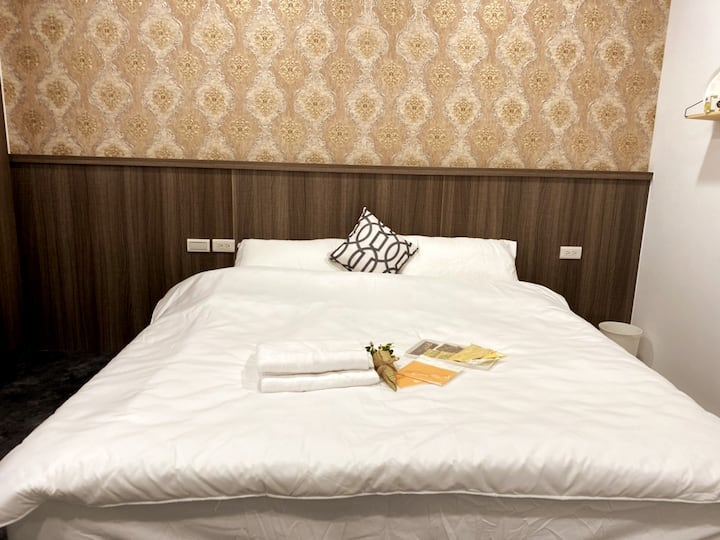 簡約舒適風格雙人房-近羅東夜市、羅東火車站、附早餐