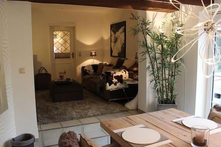 """Luxus-Ferienhaus """"Weingout"""" im Lots"""