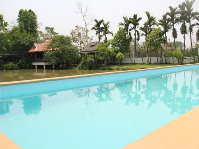 2BD2BA Cottage Lake Pool  - Chiang Mai - Dom