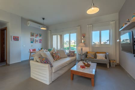 Cosy Colorful 2BR Apt Lagoon View Water Side Gouna