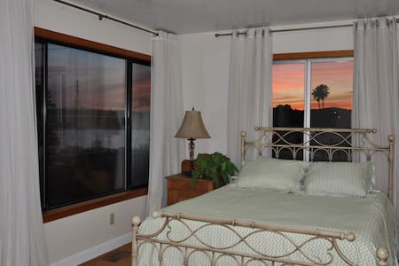 Sunset Studio with Private entrance