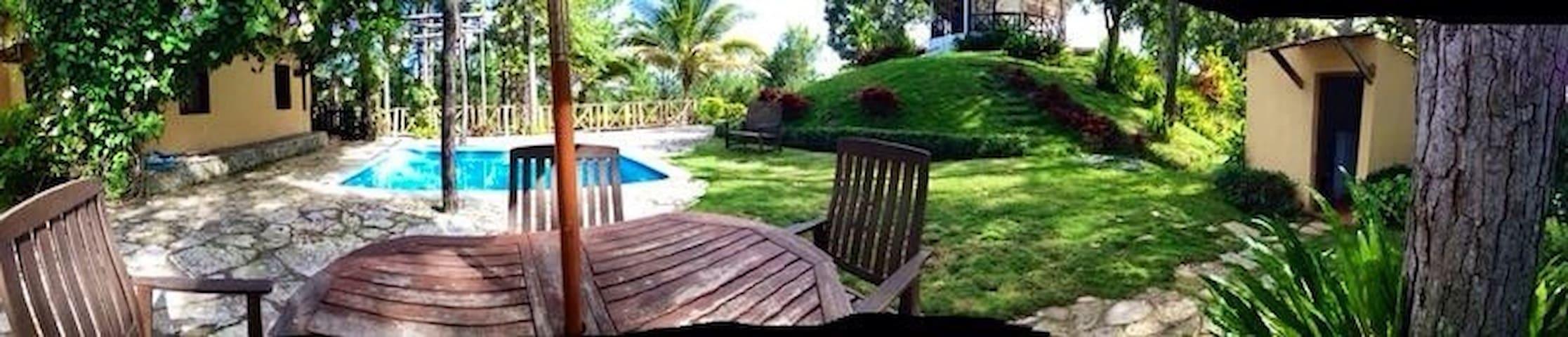 Villa campestre c/piscina y gazebo. Privada