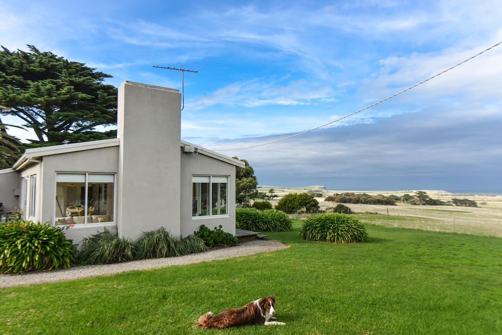 Amazing 180 degree views of country side and sea!