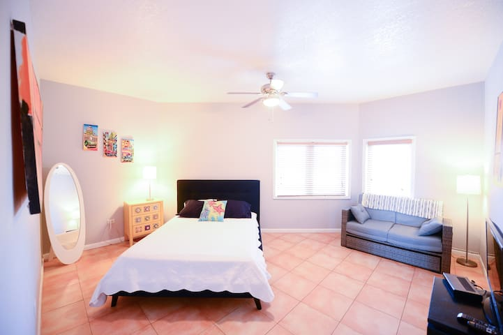 Large bedroom with seating area - click on for full view