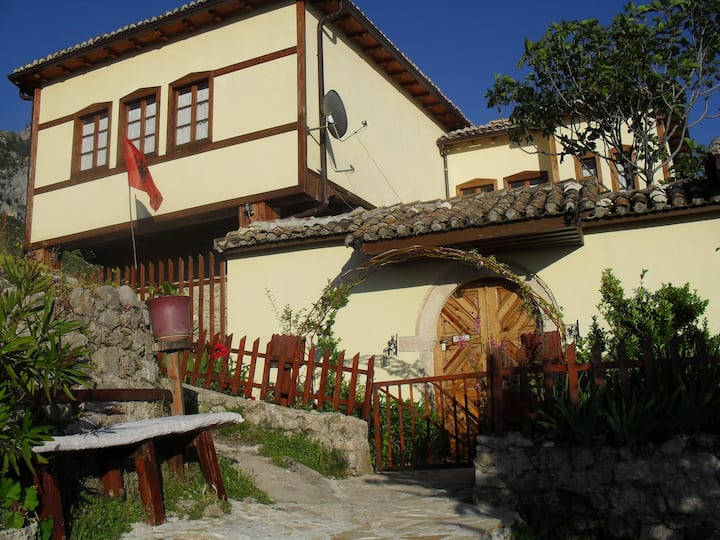 House inside the Castle Kruja. (ROOMS EMILIANO)