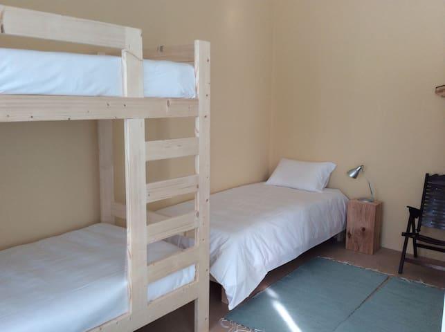 1B&B cama em quarto partilhado 4px - Ponta Delgada - Bed & Breakfast