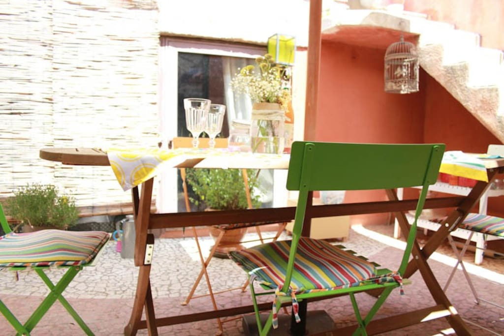belle maison vigneronne avec patio int rieur maisons de ville louer saint andr de. Black Bedroom Furniture Sets. Home Design Ideas