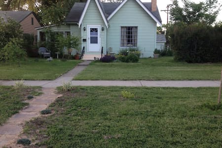 Cozy bungalow 2-close to downtown - Grand Junction
