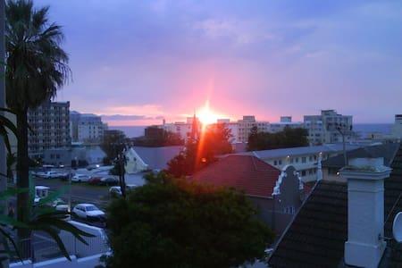 Sea Point apartment w/sea views - Kaapstad - Appartement