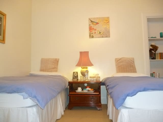 Comfortable, bright, large twin room at One Acre - West Lothian