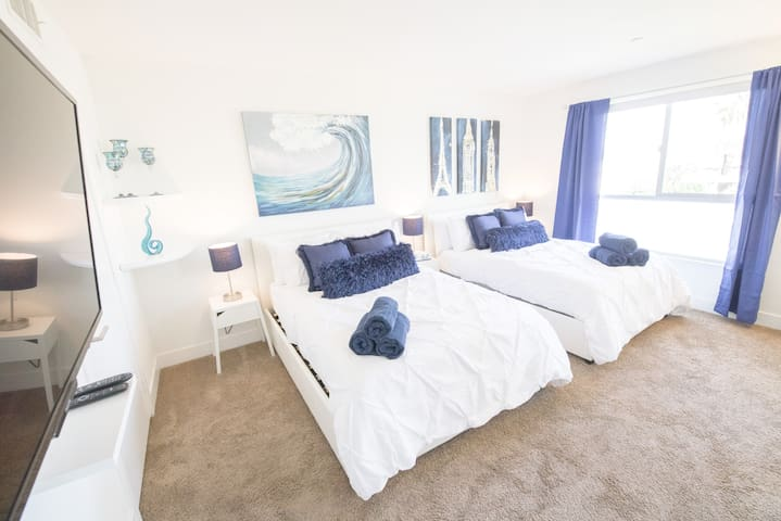 Popular Private Hollywood Master Bedroom in PH Apt