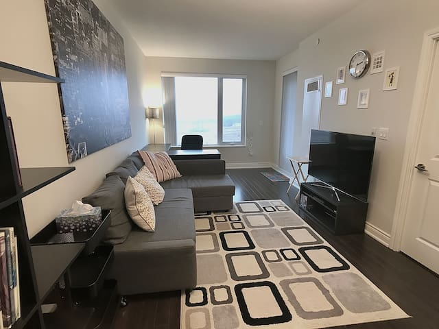 New condo in the heart of Richmond Hill/Thornhill