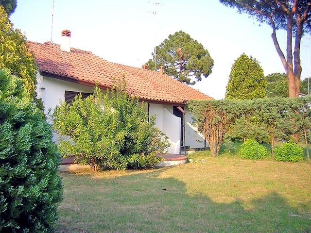 Villa con giardino 3 camere letto - Lido delle Nazioni - Casa