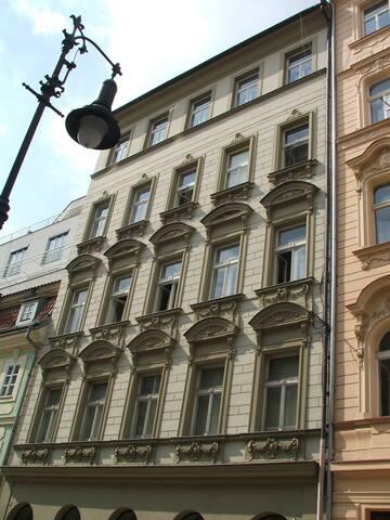 Bydli v centru Prahy ve Staré Městě