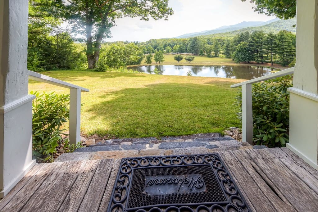 Come escape to this peaceful Burnsville vacation rental home.
