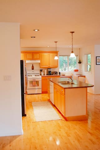 Open concept, full-equipped kitchen