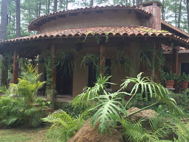 BEAUTIFUL MOUNTAIN CLAY HOUSE - Valle de Ángeles - Rumah