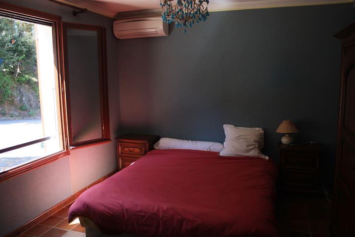 chambre coquette - Laroque-des-Albères - Bed & Breakfast