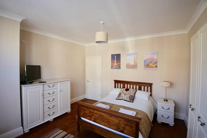 Lytham Central. Duplex Suite