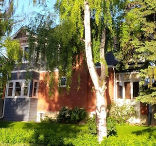 Private balcony close to downtown - Bankview - Calgary - Bed & Breakfast