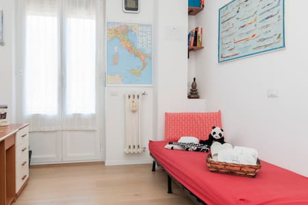 Relaxing Single Room in City Centre - Cernusco sul Naviglio
