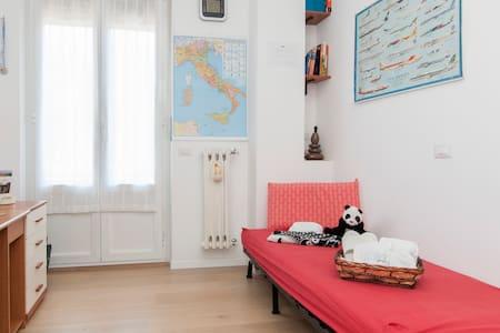 Relaxing Single Room in City Centre - Cernusco sul Naviglio - Leilighet