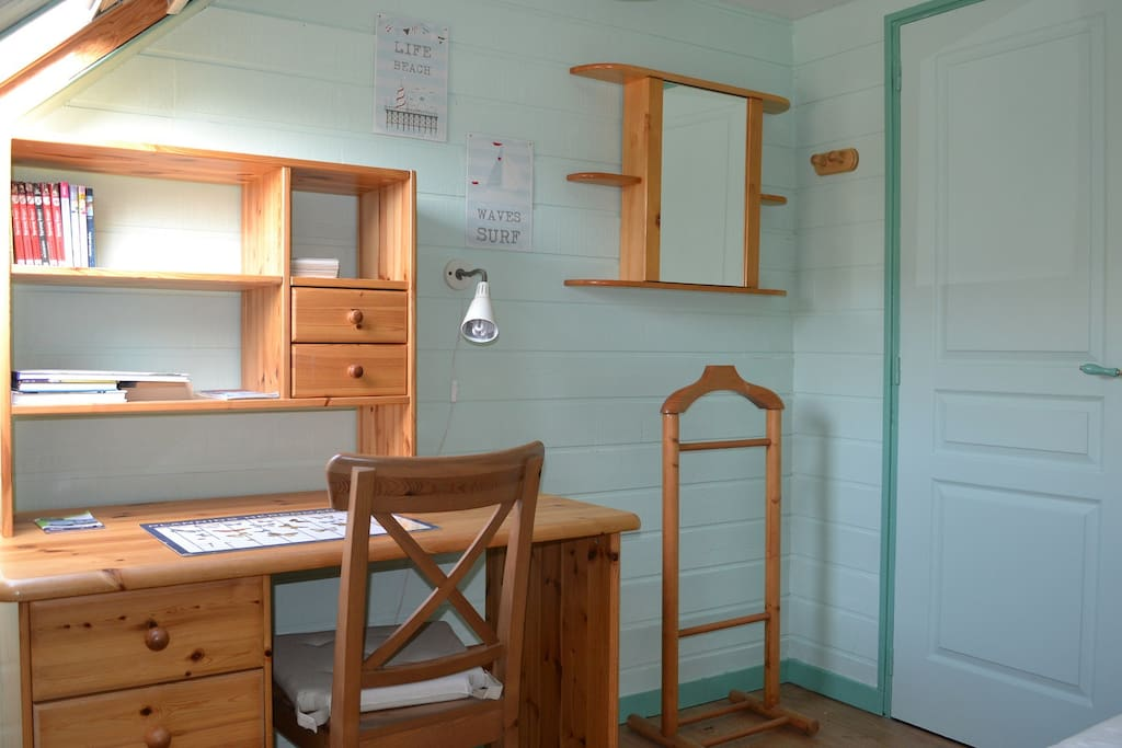 petite chambre esprit bord de mer houses for rent in saint jouan des gu rets brittany france. Black Bedroom Furniture Sets. Home Design Ideas